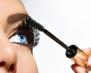 Maskara 300x239 - Perkembangan Dunia Makeup Dari Masa Ke Masa Hingga Sampai Saat Ini