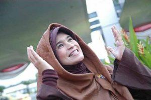 Model Neno 300x199 - Perkembangan Hijab Dari Sebagai Indentitas Sampai Menjadi Trend Fashion