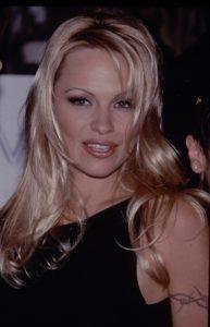 Pamela Anderson 193x300 - Perkembangan Dunia Makeup Dari Masa Ke Masa Hingga Sampai Saat Ini