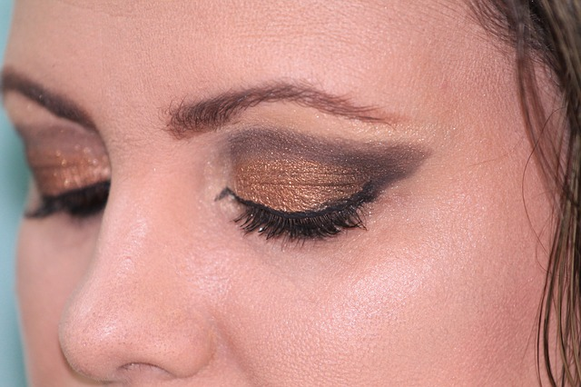 Make up Yang Tahan Lama - Ingin Makeup Yang Tahan Lama untuk Kulit Berminyak? Ini Caranya