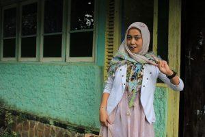 Mengatasi Rambut Rontok Bagi Wanita Berhijab 300x200 - 5 Cara Alami Mengatasi Rambut Rontok Bagi Wanita Berhijab