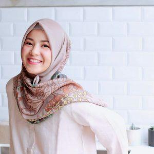 Makeup Natural Wanita Berhijab