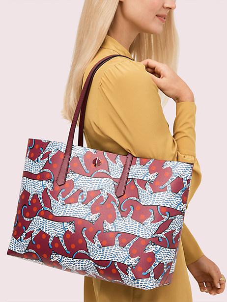 1. Kate Spade - Ini Dia 10 Merk Tas Wanita yang Lagi Trend