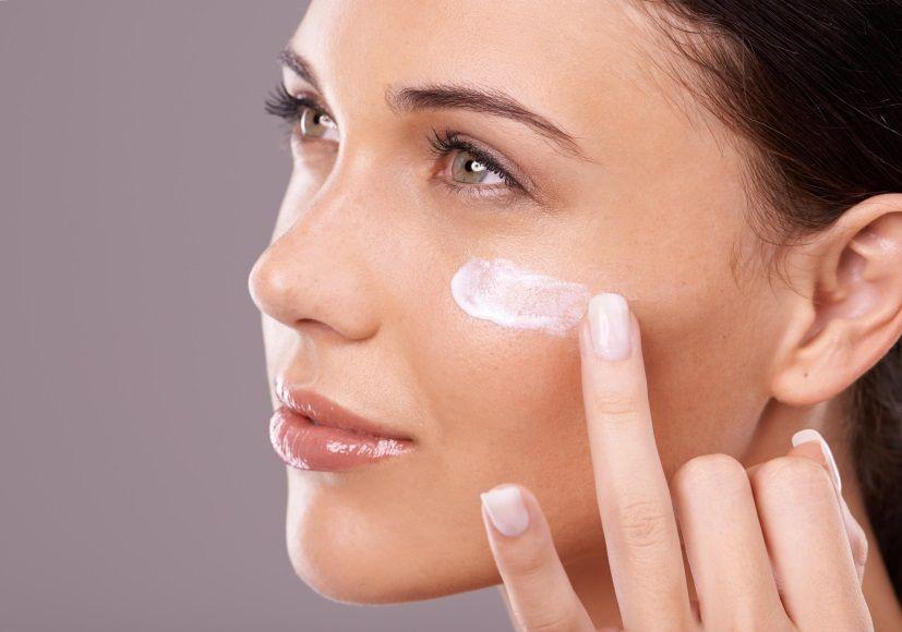 2 - Tips Agar Makeup Tahan Lama Mesti Kerja di Luar Ruangan