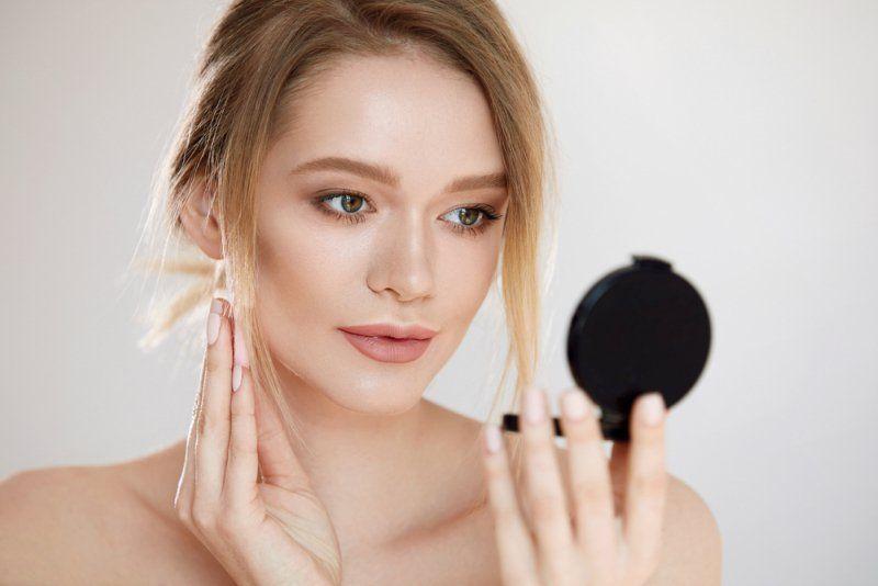 6 - Tips Agar Makeup Tahan Lama Mesti Kerja di Luar Ruangan