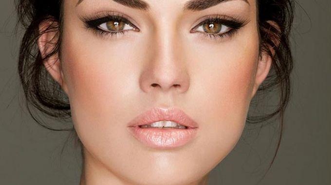 8 - Tips Agar Makeup Tahan Lama Mesti Kerja di Luar Ruangan