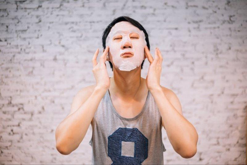 Masker wajah - Tak Hanya Cuci Muka, Ini 8 Produk Perawatan Wajah Pria Paling Penting