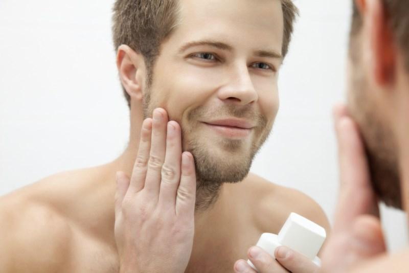 Scrub wajah - Tak Hanya Cuci Muka, Ini 8 Produk Perawatan Wajah Pria Paling Penting