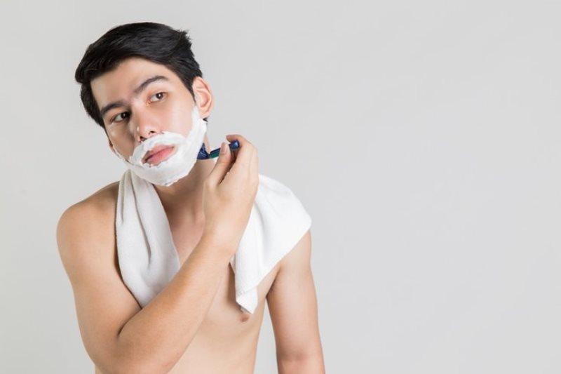 Shaving cream dan alat cukur - Tak Hanya Cuci Muka, Ini 8 Produk Perawatan Wajah Pria Paling Penting