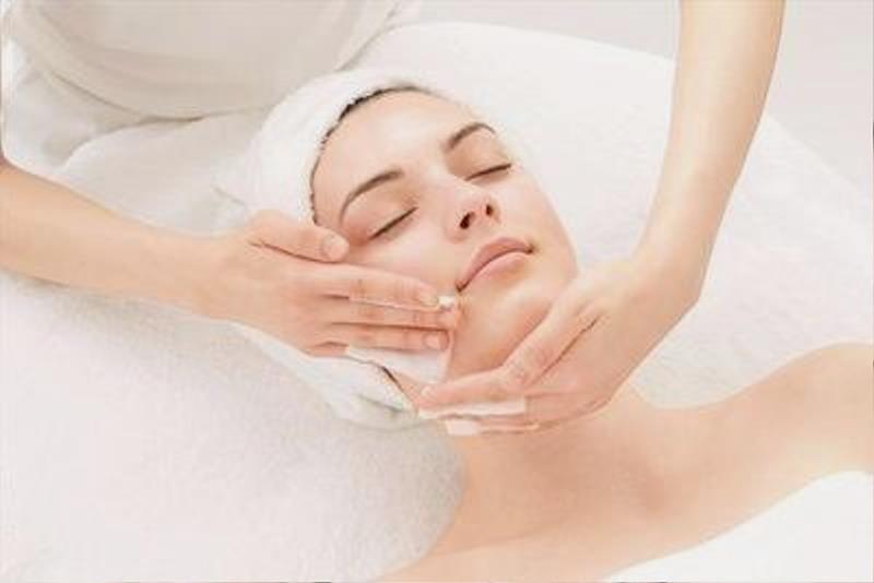 Totok Wajah - 7 Pilihan Perawatan Wajah di Salon yang Cocok untuk Pemula