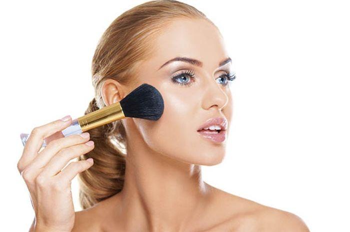 14 - Bingung Cara Pakai Make Up untuk Pesta Pernikahan agar Terlihat Natural? Begini 15 Tipsnya
