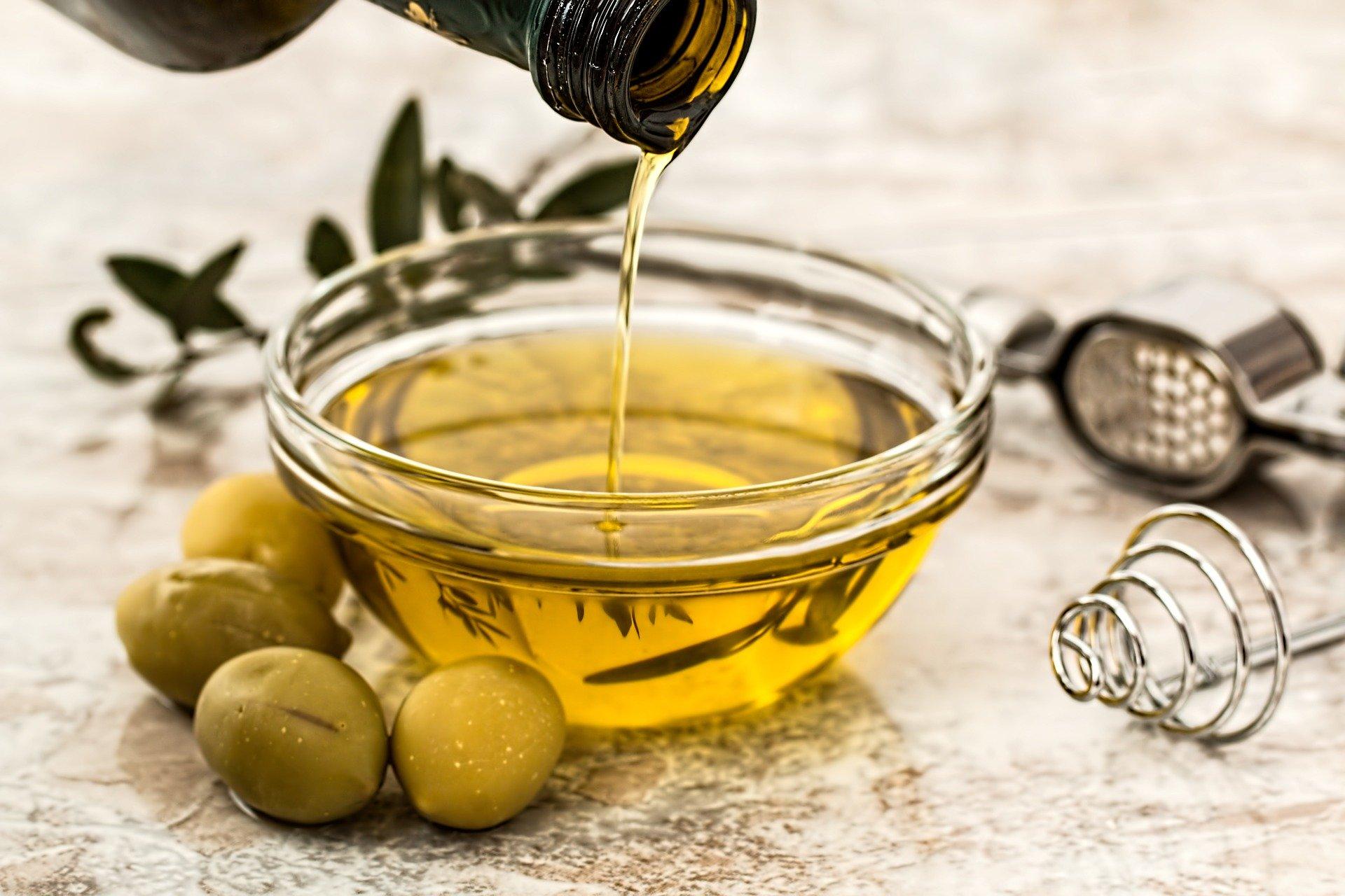 Rahasia Manfaat Minyak Zaitun Bagi Kecantikan - Cantik, Udah Tahu Belum 7 Rahasia Manfaat Minyak Zaitun Bagi Kecantikan?