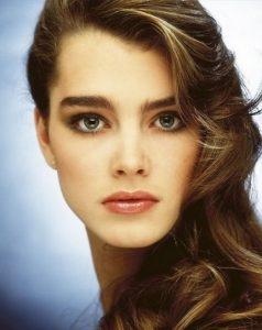 Alis Ulat Bulu 238x300 - Perkembangan Dunia Makeup Dari Masa Ke Masa Hingga Sampai Saat Ini