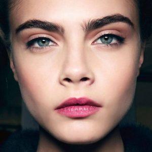 Bleaching Alis 300x300 - Perkembangan Dunia Makeup Dari Masa Ke Masa Hingga Sampai Saat Ini