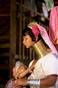 Cincin Leher Panjang 199x300 - Sejarah Perawatan Tubuh Wanita Pada Zaman Dahulu Dan Tips Merawat Tubuh
