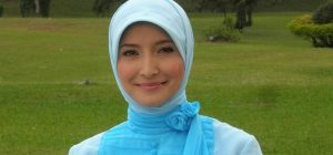 Model Inneke 300x140 - Perkembangan Hijab Dari Sebagai Indentitas Sampai Menjadi Trend Fashion