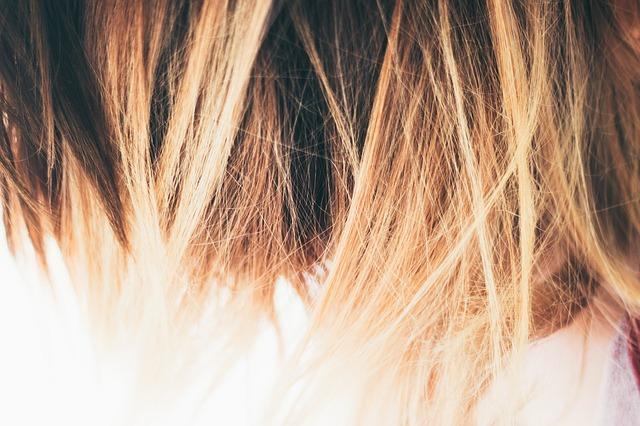 Perawatan Rambut Kering Berketombe
