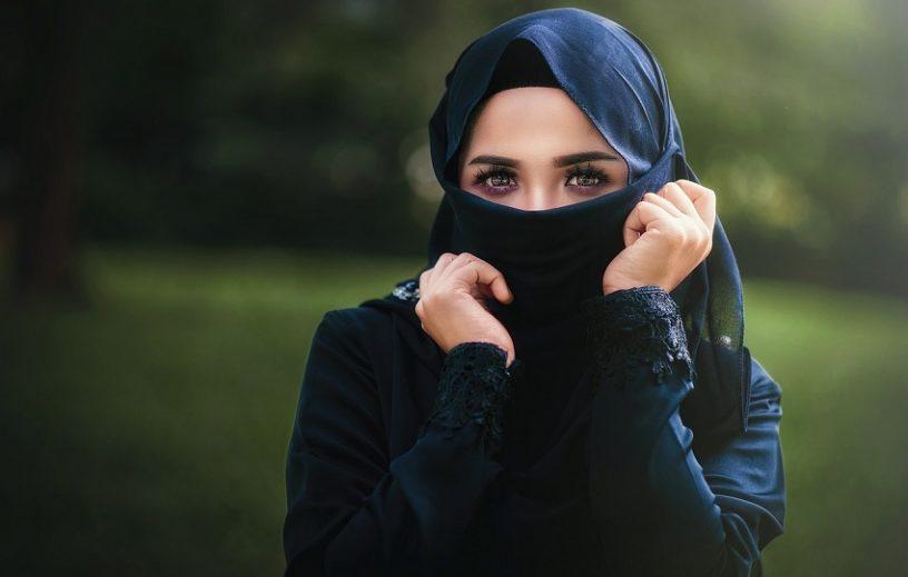 Cara Hijab Yang Baik 816x519 - 8 Cara Hijab Yang Baik dan Benar Sesuai Syariat Agama Islam