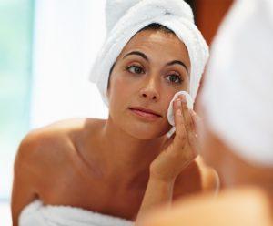 toner 300x248 - Langkah  Mudah Makeup Natural dan Minimalis Ala Parasayu