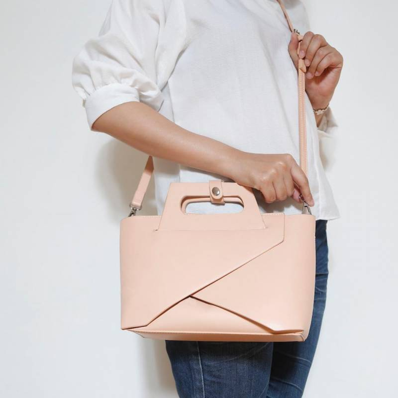 Doxology from instagram - 10 Merk Tas Wanita Yang Bagus Buatan dalam Negeri Yang Sering Dikira Import