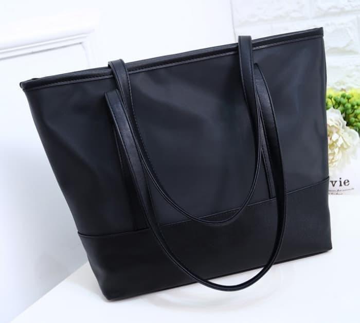10. Shoulder Bag - 10 Model Tas Wanita yang Lagi Trend Untuk Hangout