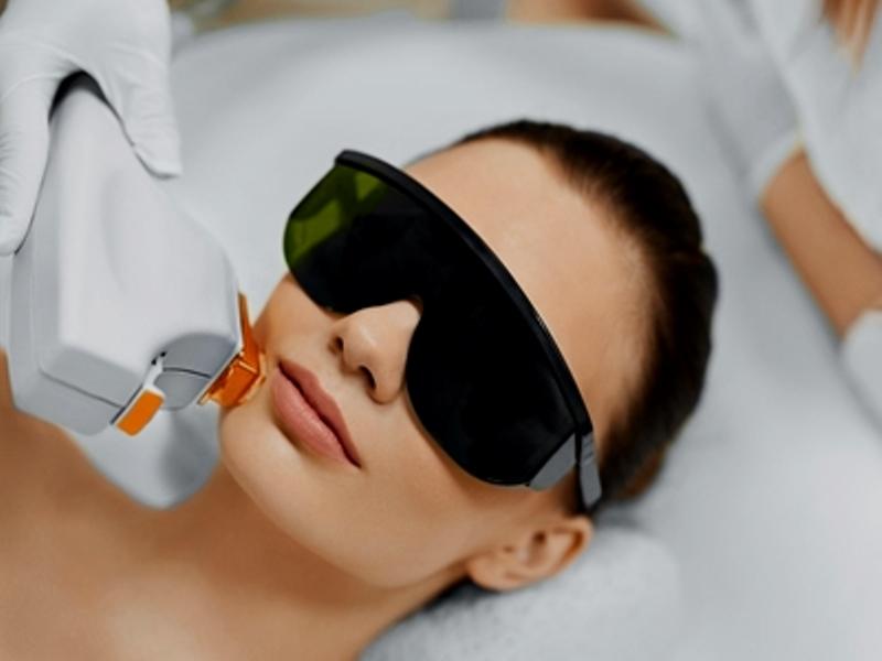 Intense Pulsed Light - 7 Pilihan Perawatan Wajah di Salon yang Cocok untuk Pemula