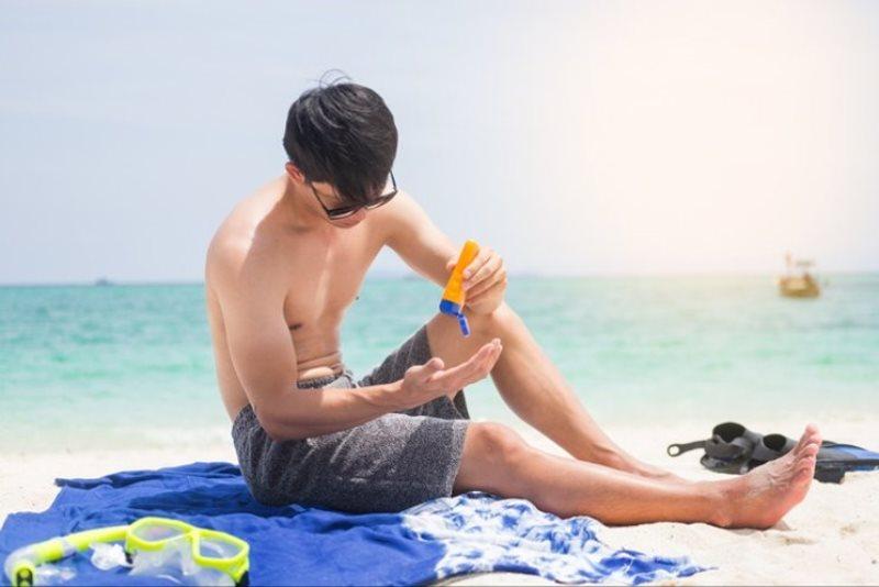 Sunblock atau tabir surya - Tak Hanya Cuci Muka, Ini 8 Produk Perawatan Wajah Pria Paling Penting
