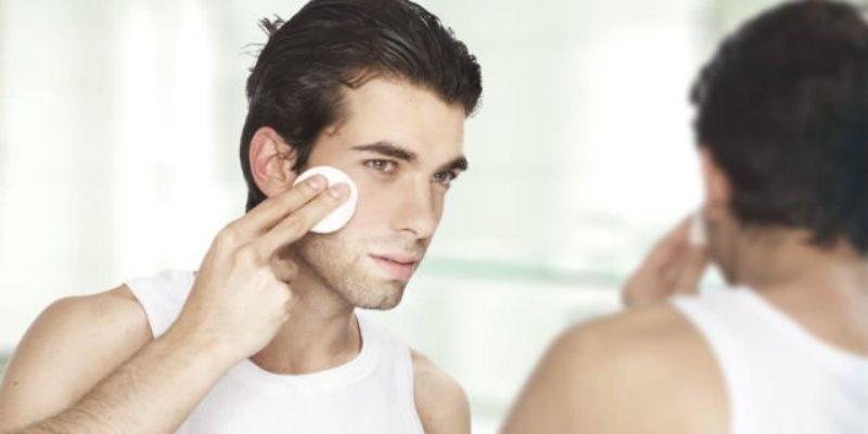 Toner - Tak Hanya Cuci Muka, Ini 8 Produk Perawatan Wajah Pria Paling Penting