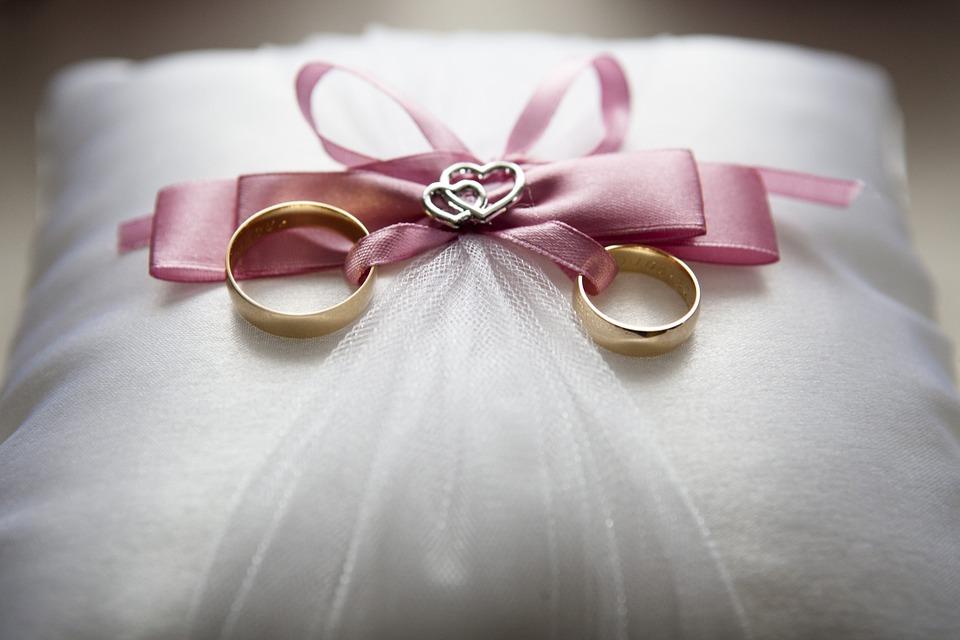 1 4 - Bukan Hanya Soal Harga, Ini 7 Tips Memilih Cincin Pernikahan Yang Tepat
