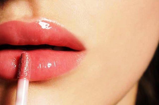 15 - Bingung Cara Pakai Make Up untuk Pesta Pernikahan agar Terlihat Natural? Begini 15 Tipsnya