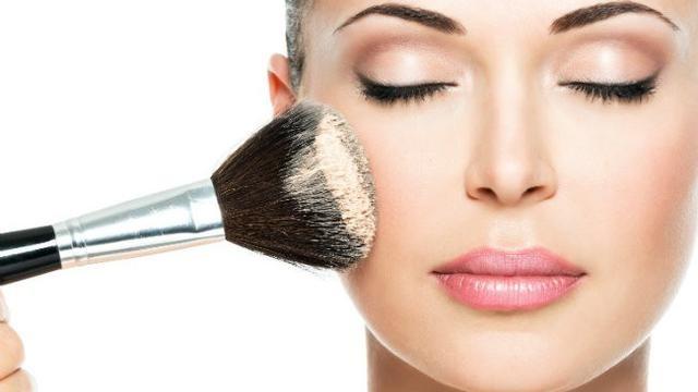 7 6 - Bingung Cara Pakai Make Up untuk Pesta Pernikahan agar Terlihat Natural? Begini 15 Tipsnya