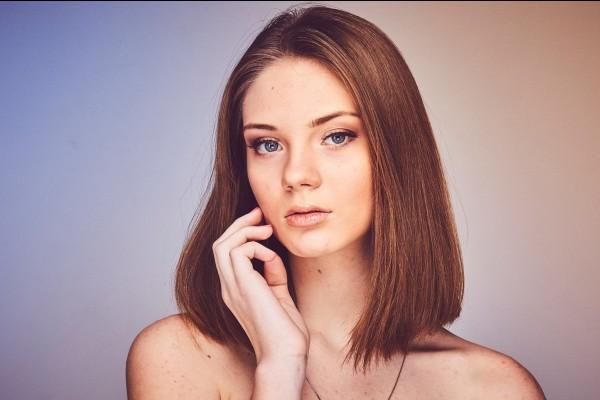 7. Pakai Makeup Dengan Benar - 7 Perawatan Wajah Usia 40 Tahun Keatas Yang Sebaiknya Kamu Lakukan