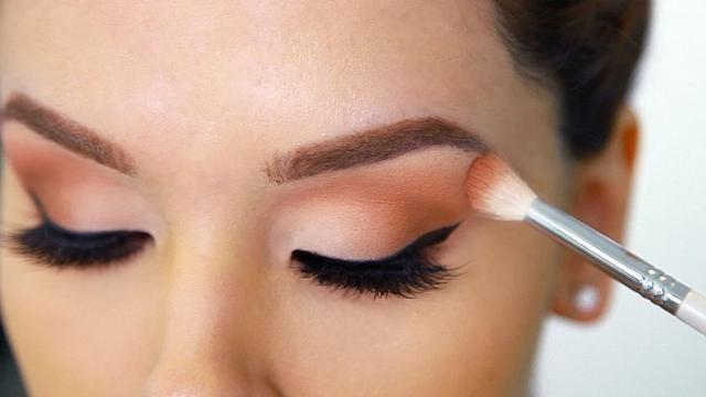 9 - Bingung Cara Pakai Make Up untuk Pesta Pernikahan agar Terlihat Natural? Begini 15 Tipsnya