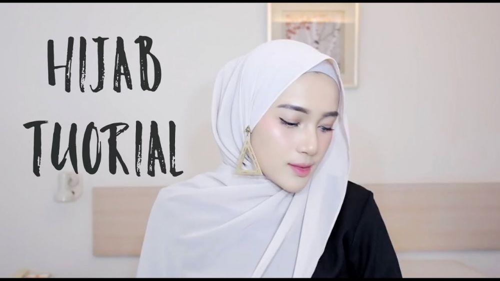 Tutorial Hijab Pashmina yang Menutupi Dada