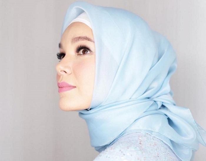 2. Menawan dengan Mengikat Hijab ke belakang - Pas Banget! Ini 5 Tutorial Hijab Pesta yang Simple