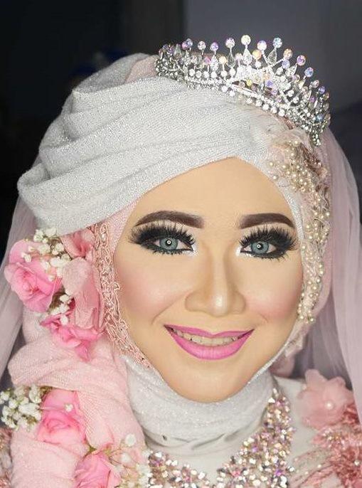 2. Make up untuk si wajah bulat - 5 Inspirasi Make Up Pernikahan Muslimah, Dijamin Menawan Nan Syar'i