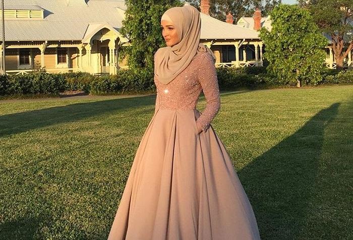 3. Model Hijab Satu Ini Masih Menarik Lho - 5 Tutorial Hijab untuk Pesta yang Simple, Kamu Wajib Coba!