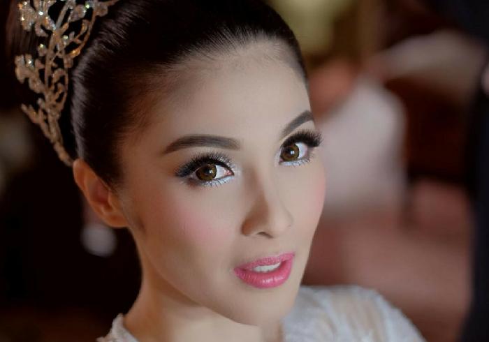 3. Sandra Dewi - Di Kalangan Artis, Ini 7 Make Up Pernikahan Yang Lagi Tren