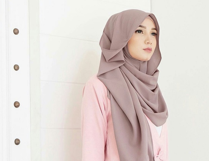 5 Tutorial Hijab untuk Pesta yang Simple Kamu Wajib Coba - 7 Langkah Mudah Cara Hijab Gaya Turban Yang Bisa Anda Coba