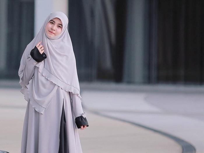 5. Tidak Perlu Repot Kenakan Hijab Seperti Biasanya - 5 Tutorial Hijab untuk Pesta yang Simple, Kamu Wajib Coba!