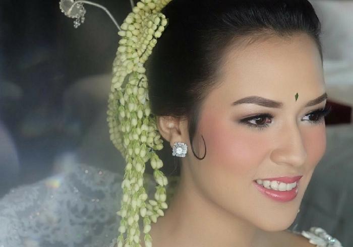 6. Raisa - Di Kalangan Artis, Ini 7 Make Up Pernikahan Yang Lagi Tren