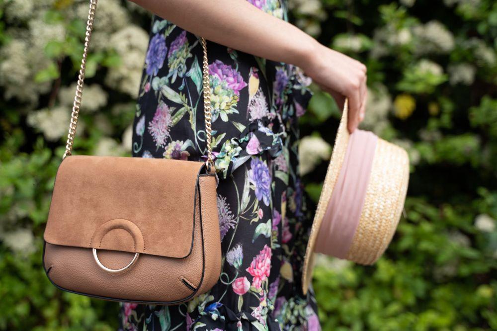 7 Tas Wanita Yang Terbaru Yang Cocok Melengkapi Koleksi Kamu - 10 Model Tas Wanita yang Lagi Trend Untuk Hangout