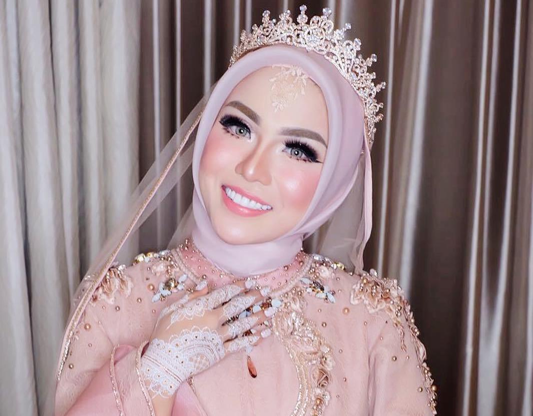 Di Kalangan Artis Ini 7 Make Up Pernikahan Yang Lagi Tren - 5 Inspirasi Make Up Pernikahan Muslimah, Dijamin Menawan Nan Syar'i