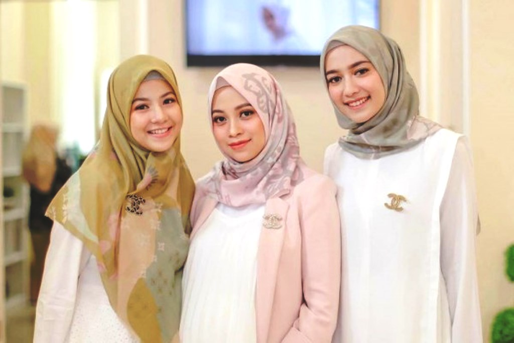 hijab segiempat - Pancarkan Pesonamu Dengan Tutorial Hijab Segi 4 Ke Pesta